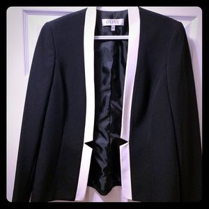 Beautiful seamed Kasper black and white blazer! 😍